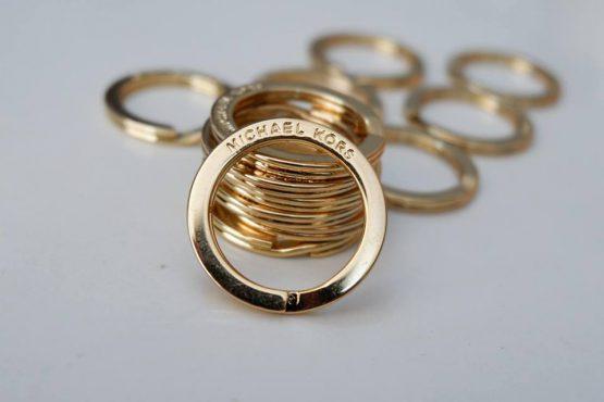 Móc đeo chìa khóa Michael Kors Key Ring