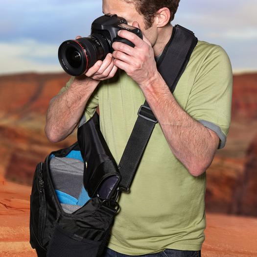 Túi đeo chéo đựng máy Ảnh và Laptop Case Logic DSM-103 Large DSLR with iPad Messenger Bag (Black) Case Logic